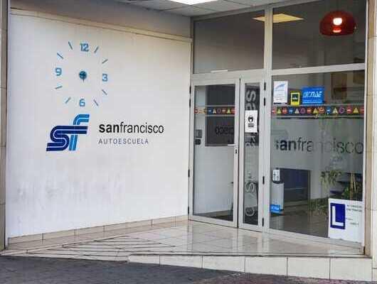 autoescuela-san-francisco-entrada